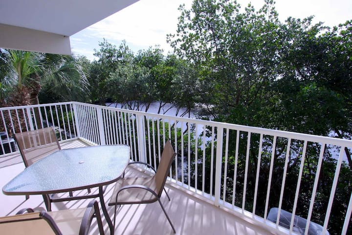 Watch The Manatees From Your Balcony! Awesome Waterside Town Home! - Ruskin