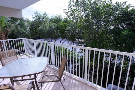 Watch The Manatees From Your Balcony! Awesome Waterside Town Home! - Ruskin - Townhouse