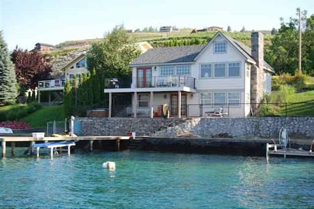 Waterfront Cottage on Lake Chelan's South Shore - Chelan - Huis