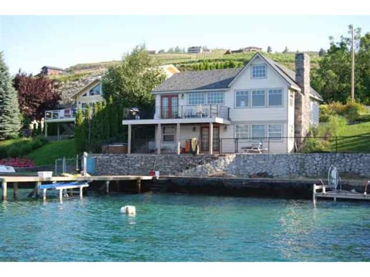 Waterfront Cottage on Lake Chelan's South Shore