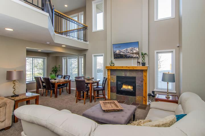 Union Cove in Salt Lake with Secluded Privacy