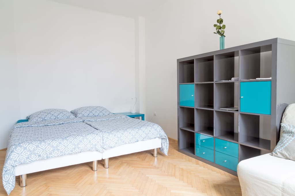 Beds can be pulled together or can be separate.