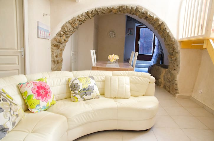 Studio in a corsican village - Sant'Antonino - House