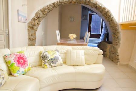 Studio dans village corse typique - Sant'Antonino - Rumah