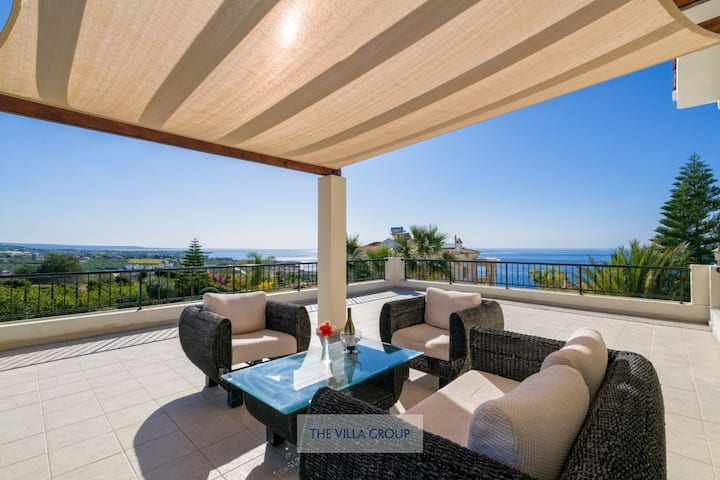 Modern and luxurious villa in the Sea Caves area