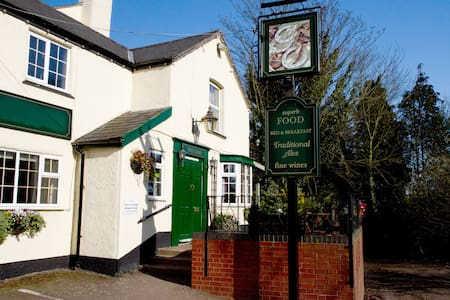 Three Horseshoes country pub Room 3 - en-suite - Princethorpe