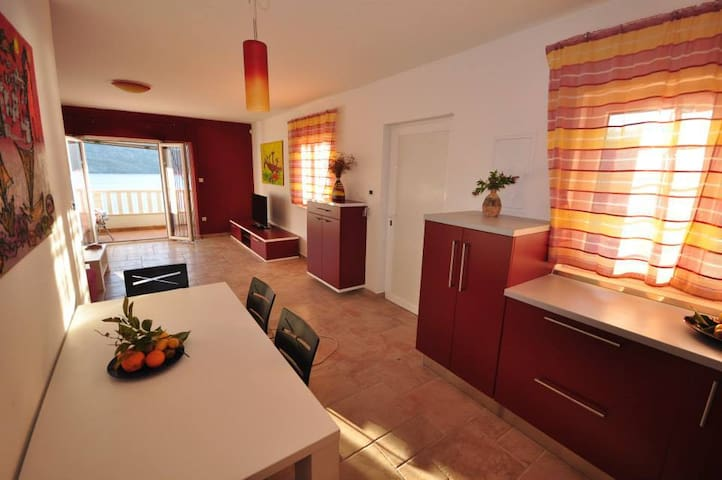 Villa Duda - Luxury Duplex - Red - Poljica - Casa