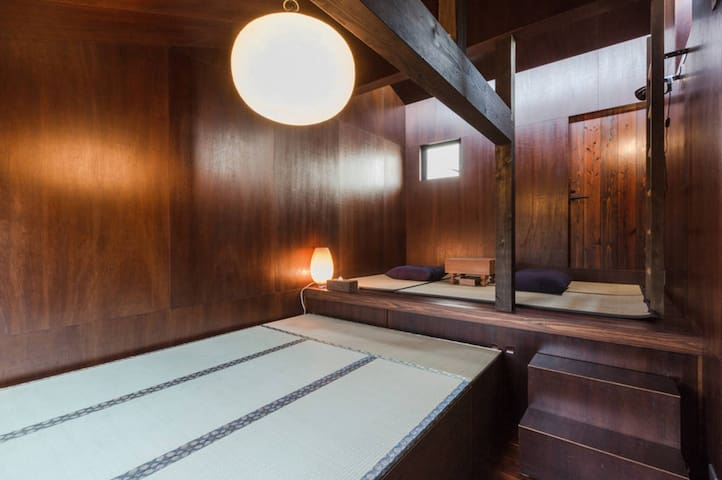 Tatami Bedroom with futons