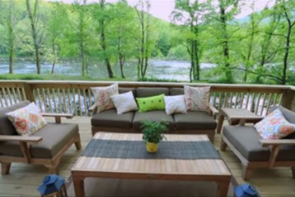 Very nice deck seating.