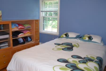Simsbury Private Bedroom - Simsbury