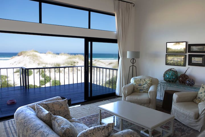 """Seascape"" - On the beach luxury - Pringle Bay - Villa"