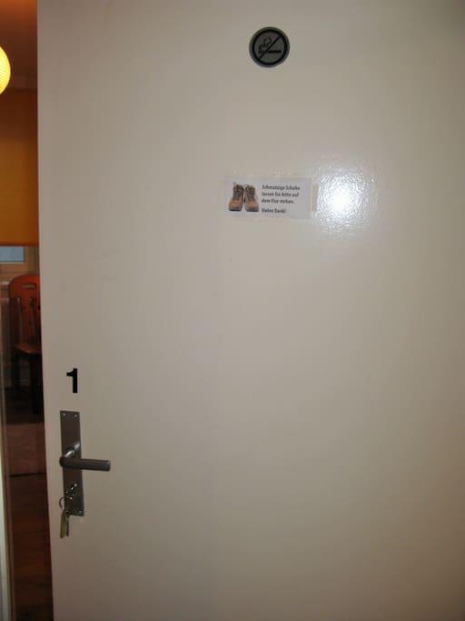 Tür zum Zimmer 1
