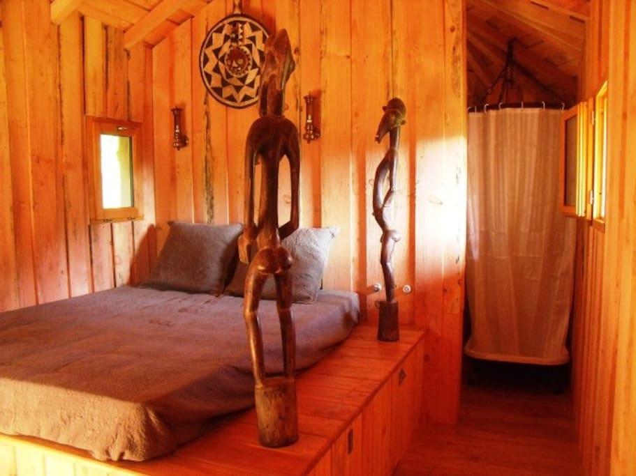 Une chambre à l'ambiance africaine