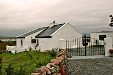 Cottage 134 Roundstone - Galway