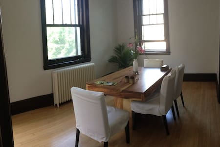 2bdr home in Outremont - Apartment