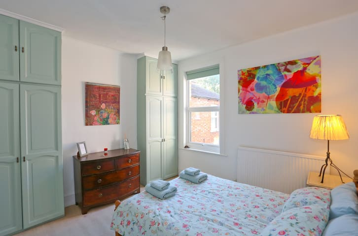 Sunny room overlooking the garden - Greater London - Apartemen