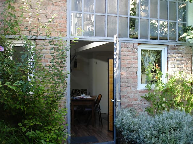 studio quiet & centrally located - Frankfurt - Dům