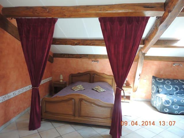 une nuit au château! - montreal et largentiere - Bed & Breakfast