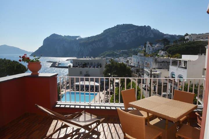 Last minute camera al capri palatium mari hotel for Last minute boutique hotels