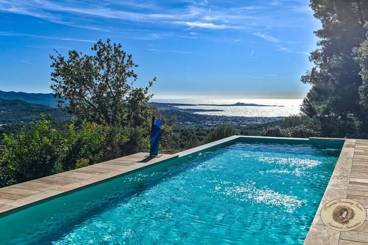 Villa d'architecte avec piscine  et vue Mer