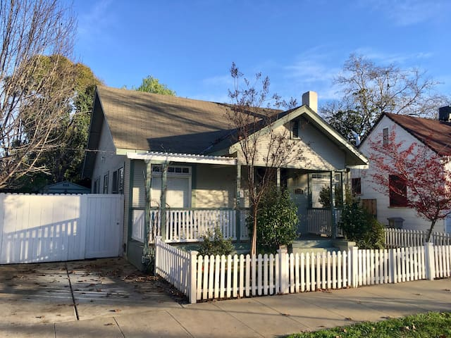 Comfortable 3 BR for extended stay with family