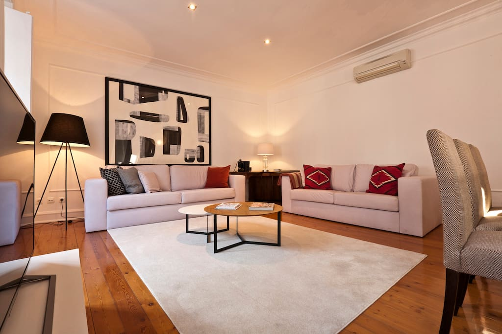 Living Room with 2 confortable sofas, TV (Cable TV with Sport TV), Bluetooth Bose Sound System and Air Condition for cooling and heating