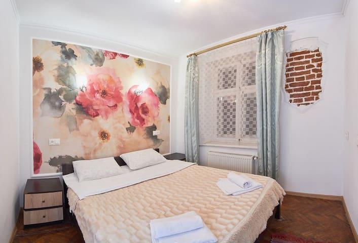 Apartment on Staroyevreiska str., 28/1