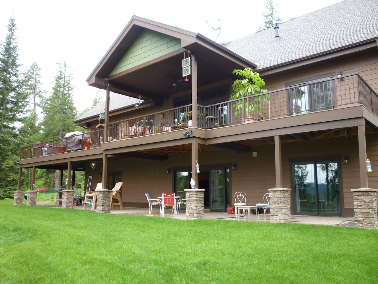 Back of House In The Woods patio and deck