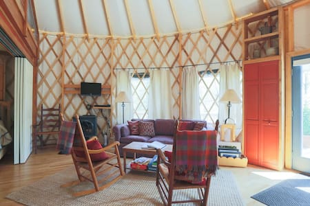 Blue Ridge MTN Yurt: Hot Tub, Stars, MountainViews - Stanardsville - Jurtta
