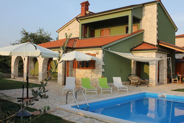 apartment in villa,exclusive pool .Relax and sun - Galižana - Huoneisto