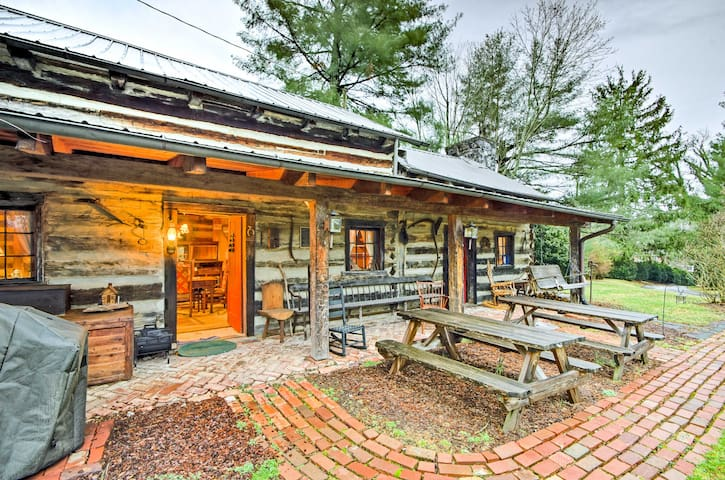 Rustic 3BR Cabin - Steps From E&H College!