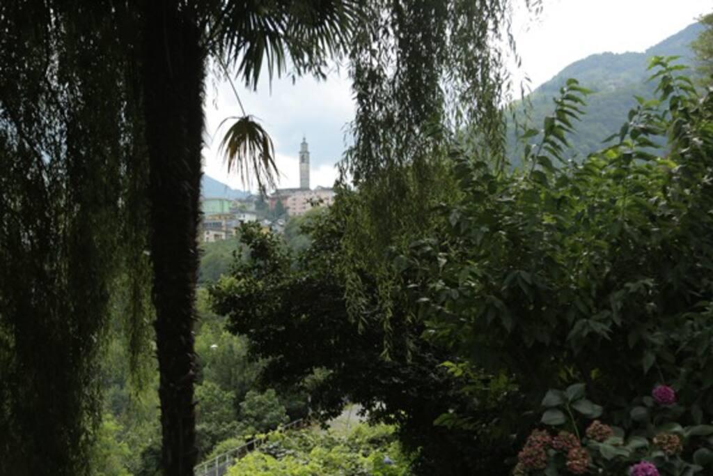 Garten mit Sicht auf Intragna