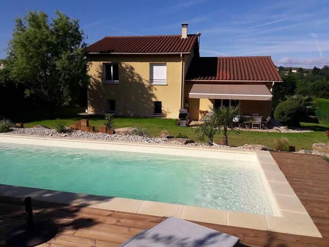 Chambre 2 personnes dans villa piscine et parking