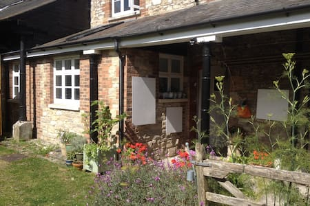 Ensuite Double in Dorset cottage - Casa