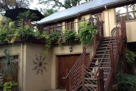Roof Terrace Loft Twin Beds & Bath - Austin - House