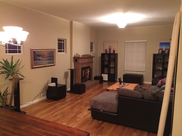 Master Bed/Office/Bath Perfect Downtown Location - Denver - House