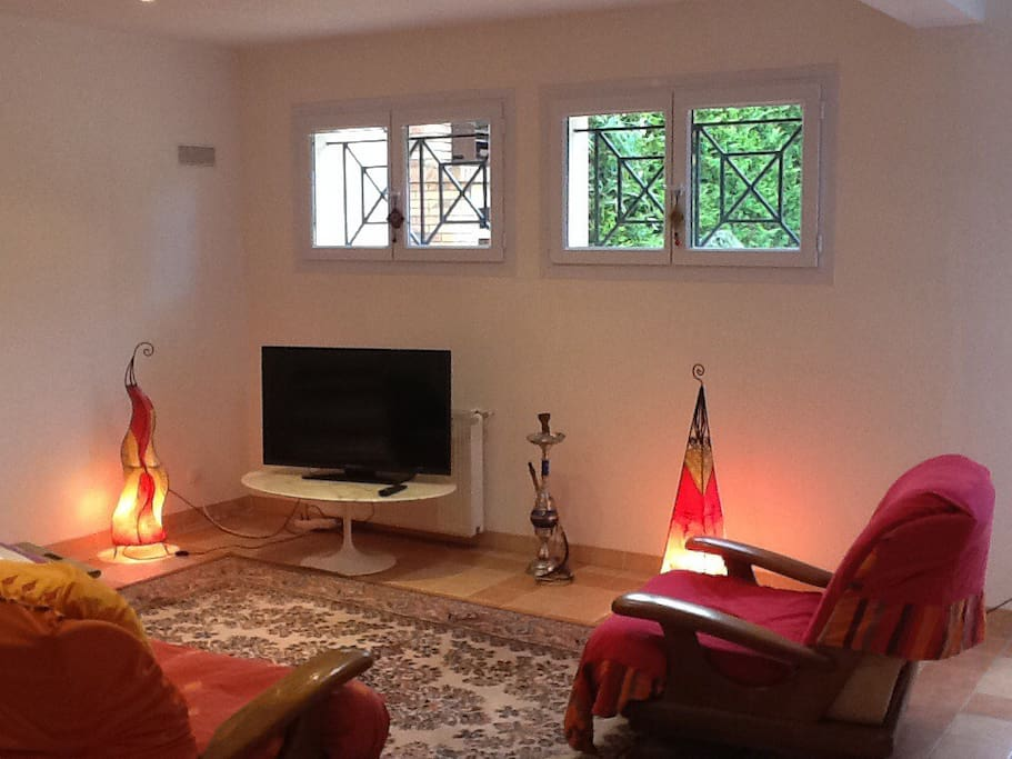 50m2wohnzimmerparisdisney bed and breakfasts zur miete in bry sur marne le de france frankreich. Black Bedroom Furniture Sets. Home Design Ideas