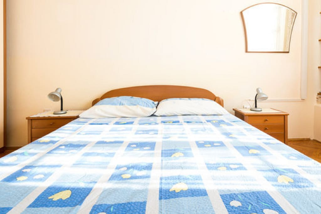 Overlooking the Adriatic sea this double room with common furnished terrace features free WiFi, and air conditioning. Guests have a common kitchen with five refrigerators and two gas stoves on their disposal. The room has a private bathroom wih shower.