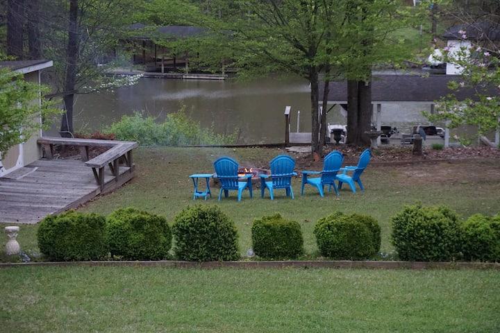 Creek Retreat/Lake Gaston- private dock 3br/2ba
