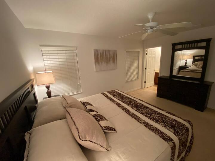 CS02 - Amazing room near to Disney (king)