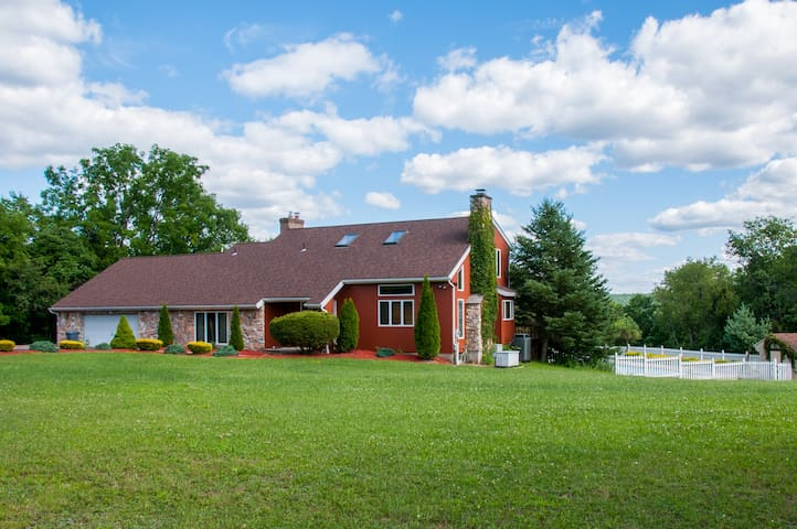 Beautiful 3BR Country Home with Pool
