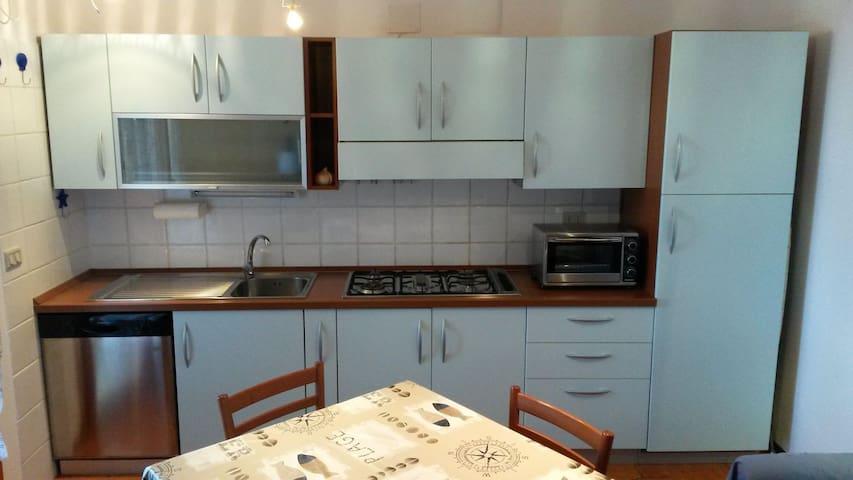 Bilocale pulito e accogliente - Follonica - Apartment