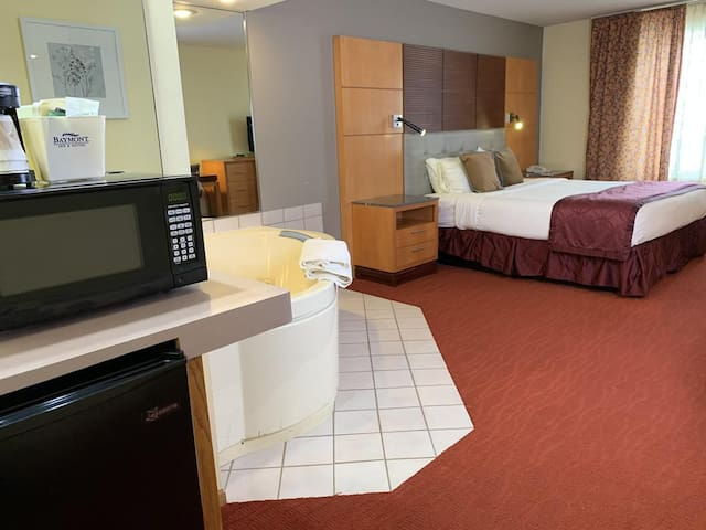 Hotel Jacuzzi Suite 1 King Bed 2nd Floor Room 201