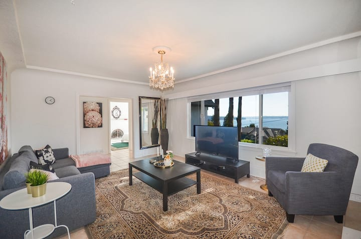 Classy & Elegant House W/ Breathtaking Ocean View