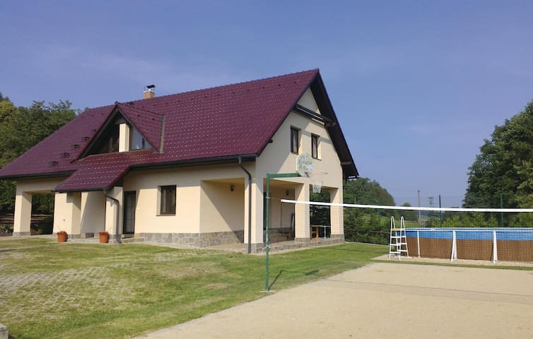 Holiday cottage with 7 bedrooms on 167m² in Sedlec-Prcice