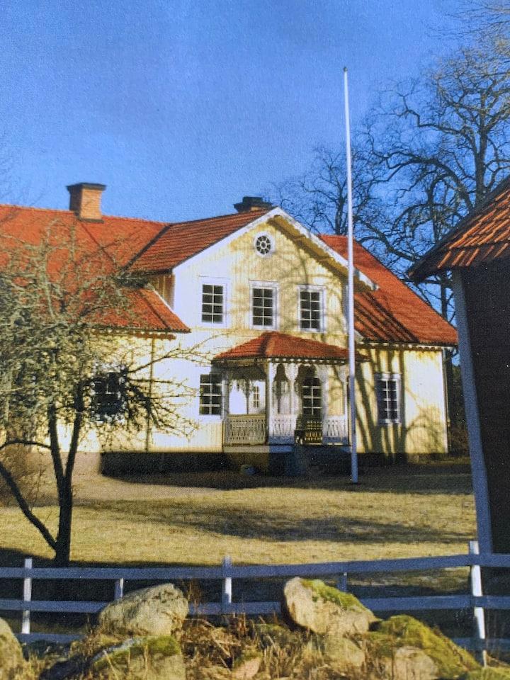 Stort charmigt hus på landet med plats för många