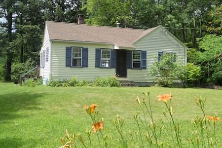 Charming Berkshires Cottage  - Egremont - House
