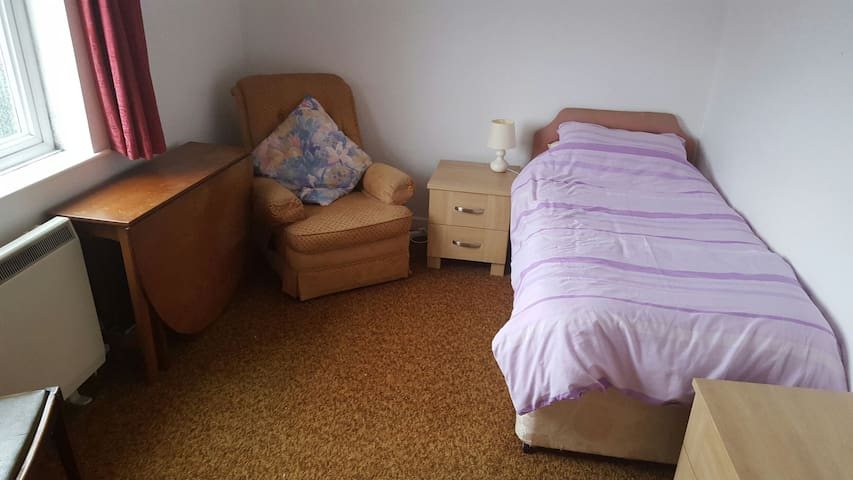 Single room with free car parking - Bristol - Apartment
