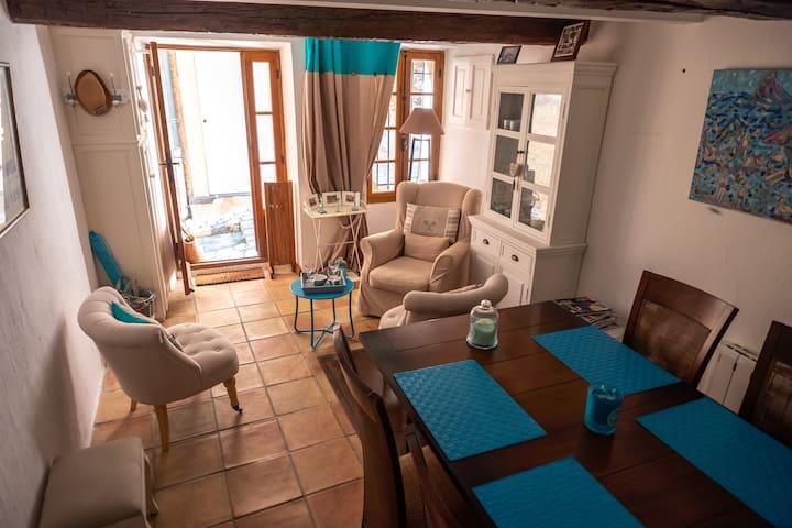 Maison de charme dans le village de Grimaud