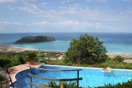 Mediterrenean with 360 degree view - Praia A Mare